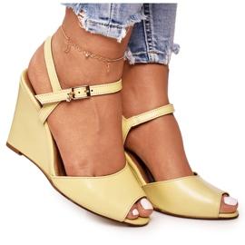 Zamszowe Sandały Na Koturnie Laura Messi 2253 Żółte