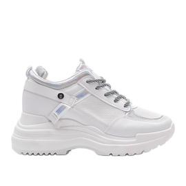 Białe sneakersy na grubej podeszwie Johana