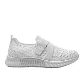 Białe obuwie sportowe wsuwane Akira