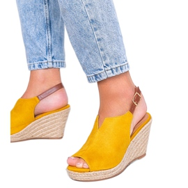Musztardowe sandały na koturnie Lindy żółte