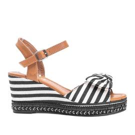 Czarno białe sandały na koturnie Dulce czarne