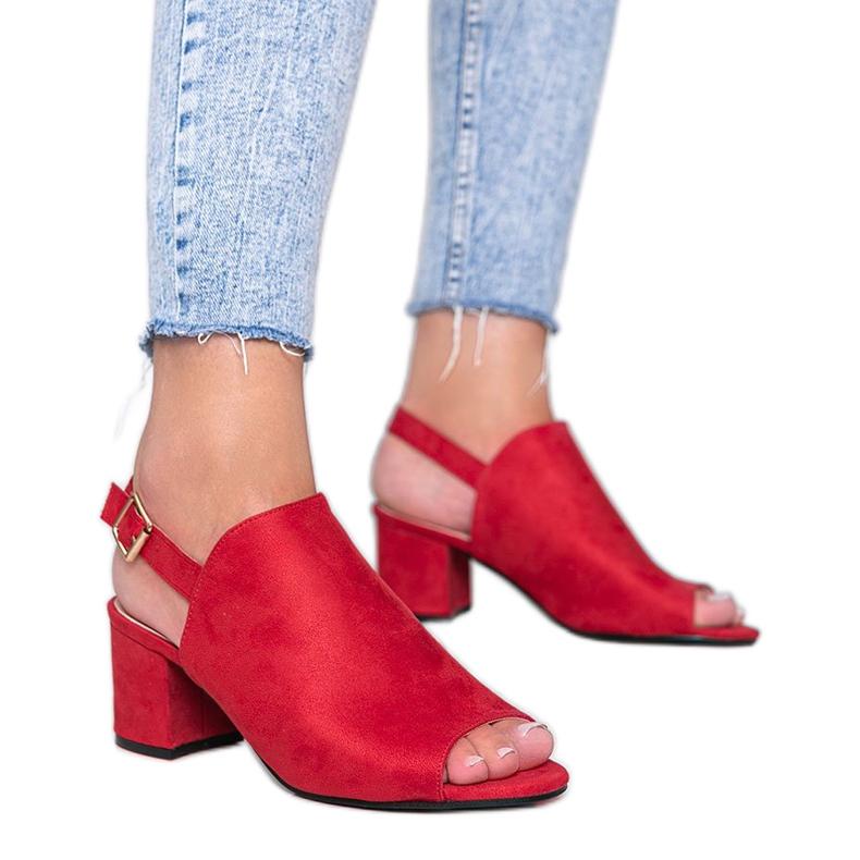 Czerwone sandały na słupku z cholewką Blubbery