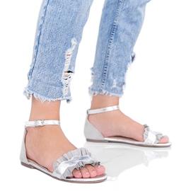 Szare sandały z falbanką Bora srebrny