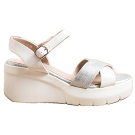 Small Swan Sandałki Na Koturnie białe srebrny