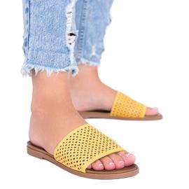 Żółte ażurowe klapki damskie Ballera