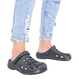 Czarne klapki typu kroksy damskie Karolinos