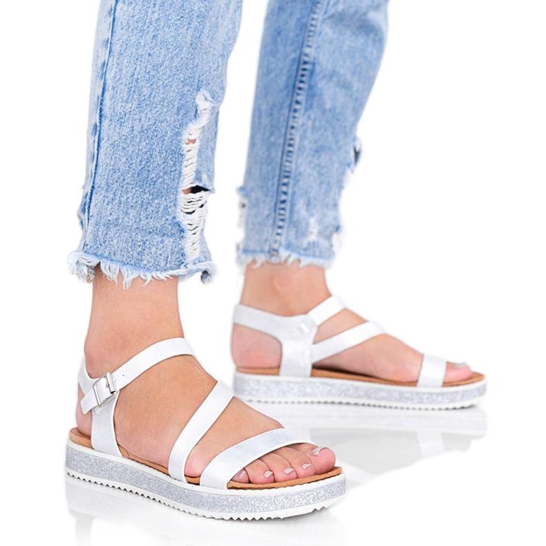 Srebrne błyszczące sandały damskie Peaches białe srebrny