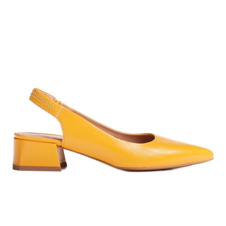 Marco Shoes Żółte sandały ze skóry z ozdobnymi jetami