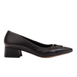 Marco Shoes Czarne czółenka na niskim obcasie, ozdoba z jetami