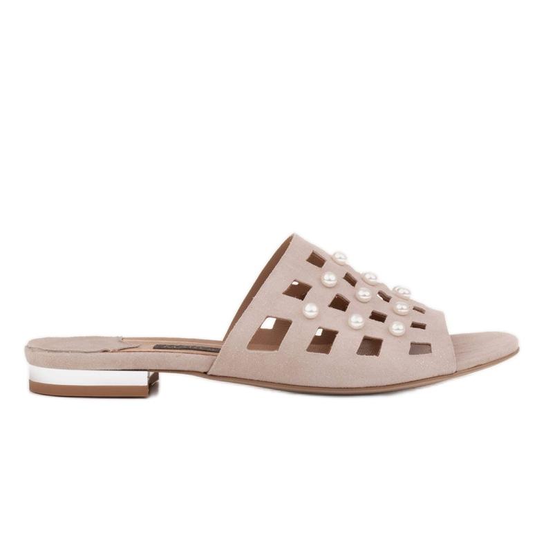 Marco Shoes Eleganckie klapki damskie z perłami i perforacją beżowy