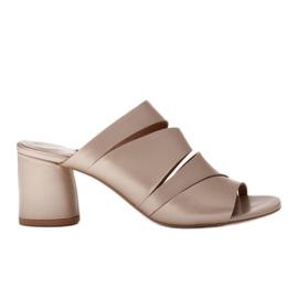 Marco Shoes Klapki damskie ze skóry, pocięte pasy złoty