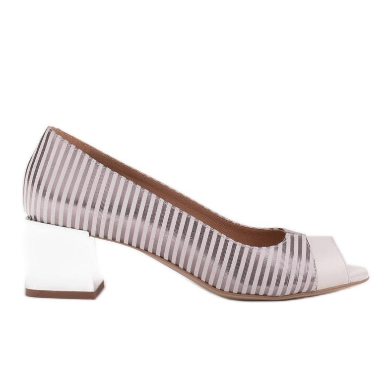 Marco Shoes Czółenka damskie w metaliczne paski z otwartym przodem białe srebrny