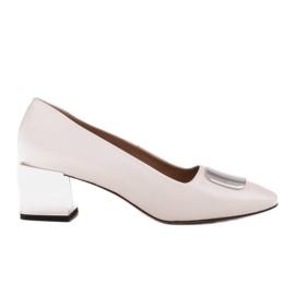 Marco Shoes Czółenka z metalicznym obcasem i płaską ozdobą chromowaną białe