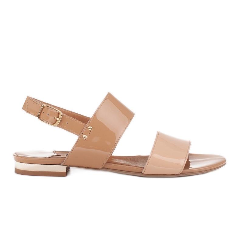 Marco Shoes Płaskie sandały z lakieru i metalicznym obcasem beżowy
