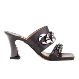 Marco Shoes Klapki damskie ze skóry z łańcuchem ozdobnym czarne