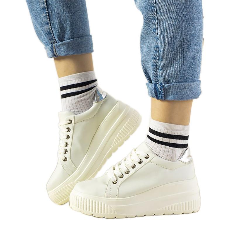 Białe sneakersy sportowe na wysokiej podeszwie Under