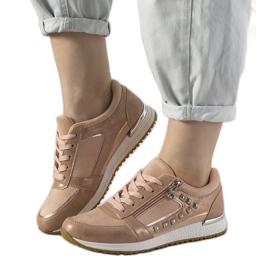 Różowe sneakersy sportowe ozdobione ćwiekami Daphne