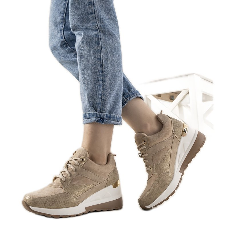 Beżowe sneakersy w motywie skóry węża Halsey beżowy złoty