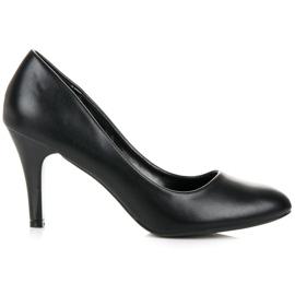 Czarne obuwie na obcasie