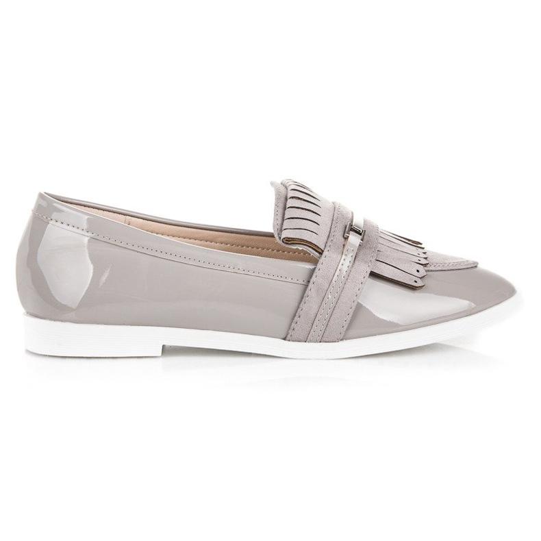 Ideal Shoes Jasnoszare lakierowane mokasyny