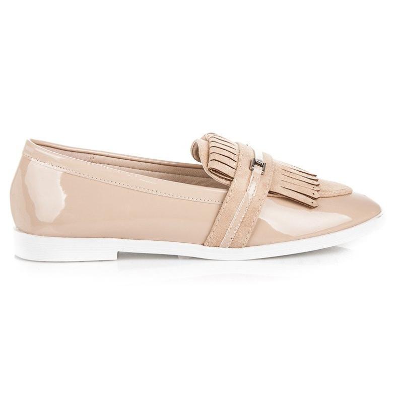 Ideal Shoes Beżowe lakierowane mokasyny beżowy