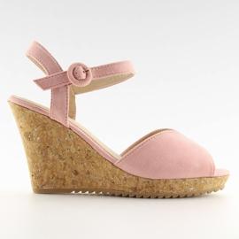 Sandałki na korkowym koturnie różowe 3811