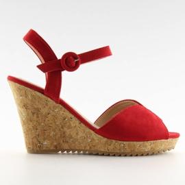 Sandałki na korkowym koturnie czerwone 3811