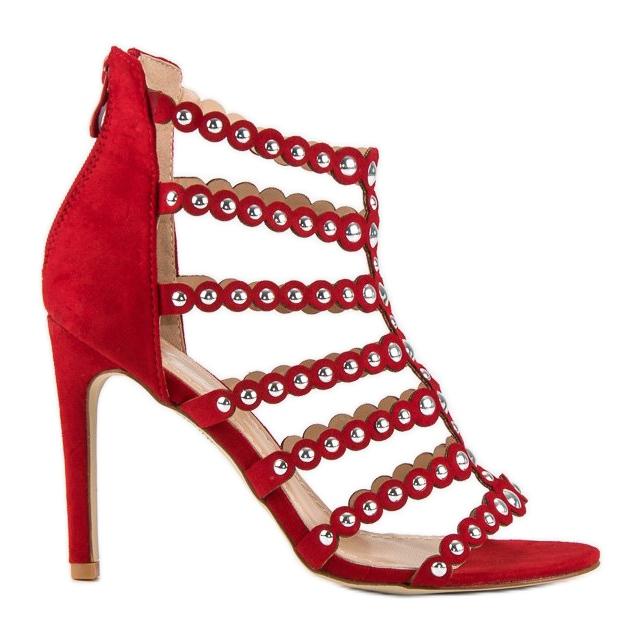 Czerwony sandały na szpilce czerwone