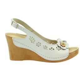 Białe Sandały Na Koturnie Gregors 648