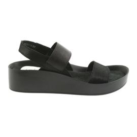 Sandały czarne profilowane Filippo 767