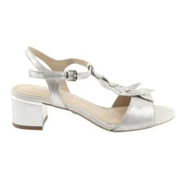 Szare Sandały z listeczkami Caprice srebrne