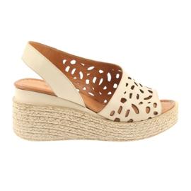 Brązowe Sandały na koturnie Badura 4812 beżowe