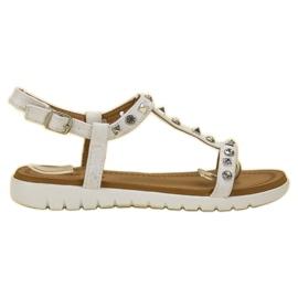 SHELOVET Białe Sandałki Z Ćwiekami
