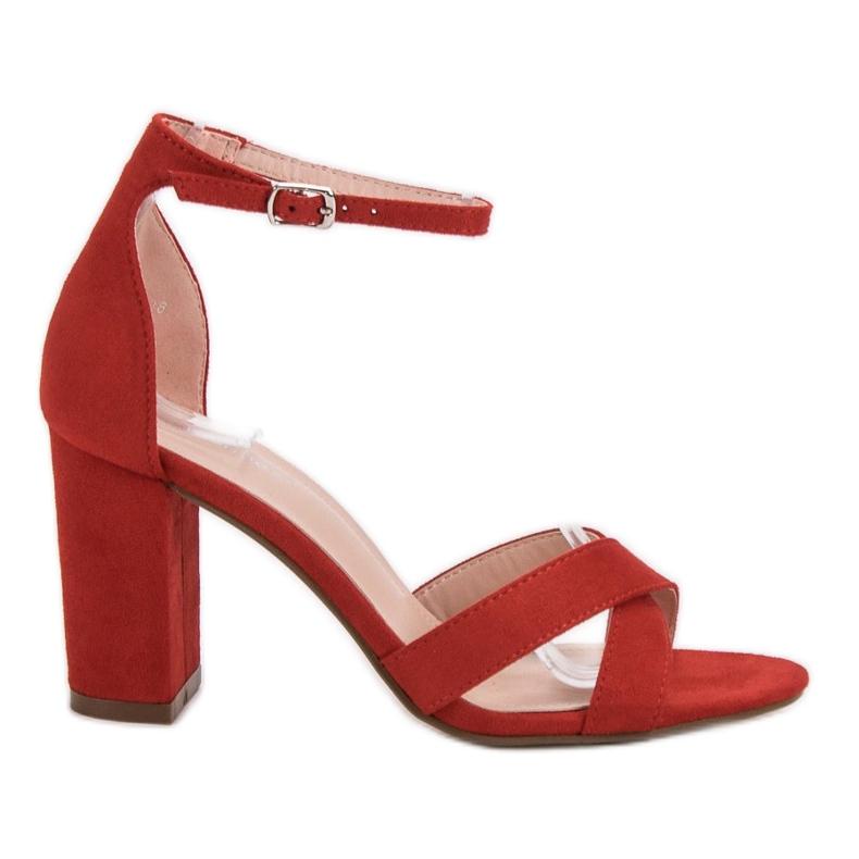 Ideal Shoes Sandałki Na Słupku czerwone