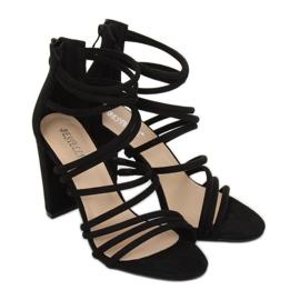 Sandałki na obcasie czarne AT-0662-L Black