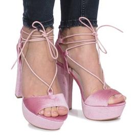 Różowe sandały na słupku z weluru Give It Up