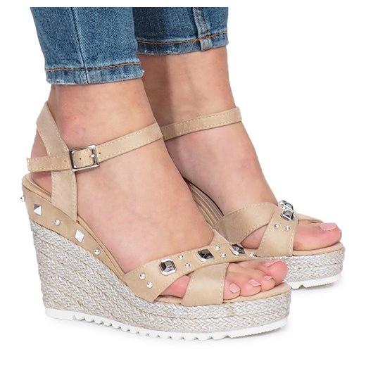 Beżowe sandały na koturnie Suppra brązowe