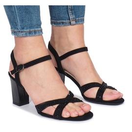Czarne sandałki na obcasie 62225