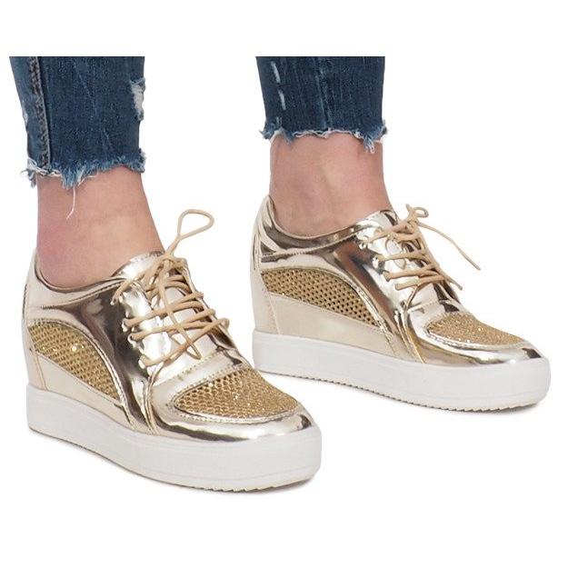 Złote Lakierowane Ażurowe Sneakersy Adele złoty