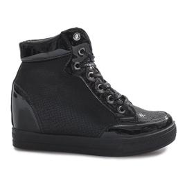 Czarne lakierowane sneakersy na koturnie Snake