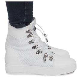 Białe ażurowe sneakersy na koturnie Mathilde