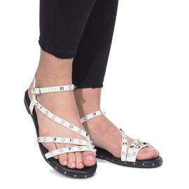 Białe płaskie sandały z ćwiekami Abloom