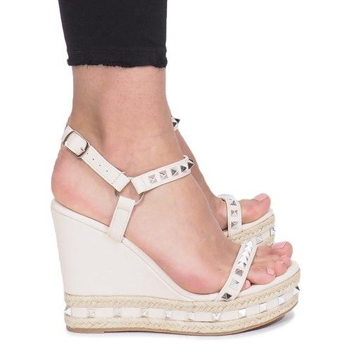Beżowe sandały na koturnie z ćwiekami Cubano brązowe