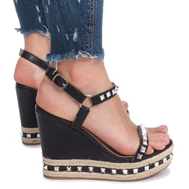 Czarne sandały na koturnie z ćwiekami Cubano