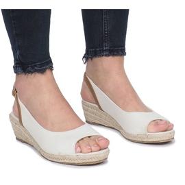 Beżowe sandały na delikatnej koturnie Lanez brązowe