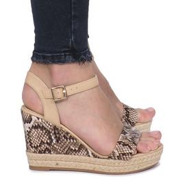 Brązowe Beżowe sandały na koturnie espadryle Busy