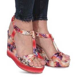 Czerwone sandały na koturnie Wilde Flowers