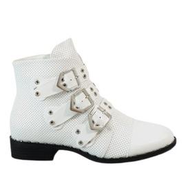 Białe botki z klamrami 17018-94A