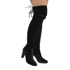Ideal Shoes Czarne welurowe kozaki na słupku E-4902