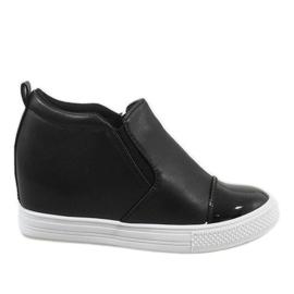 Czarne sneakersy na koturnie DD409-4